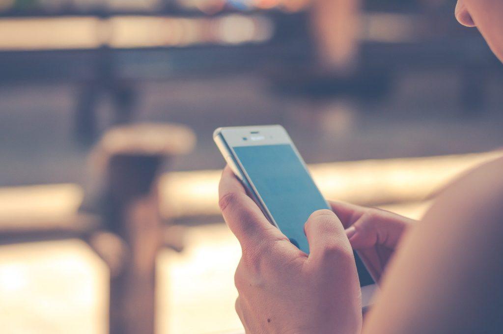 旦那の携帯を見てはいけない⁉メリットとデメリットを解説!